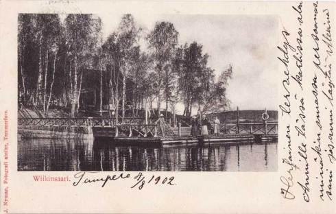 Viikinsaaren laituri laivaa odottavine ihmisineen vuoden 1902 Tampere-postikortissa